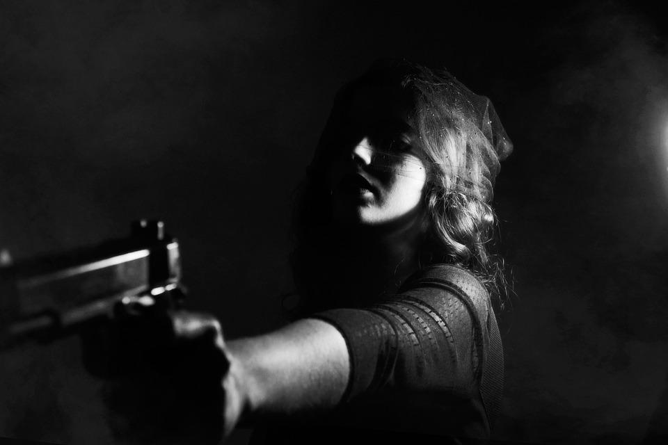 Für den Ernstfall braucht es nicht nur eine Waffe, man muss auch damit umgehen können. Dazu trainieren Prepper den Umgang mit Waffen regelmässig